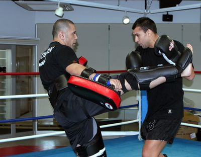 Jayson Vemoa preparing Doug Viney at the Ichigeki Academy